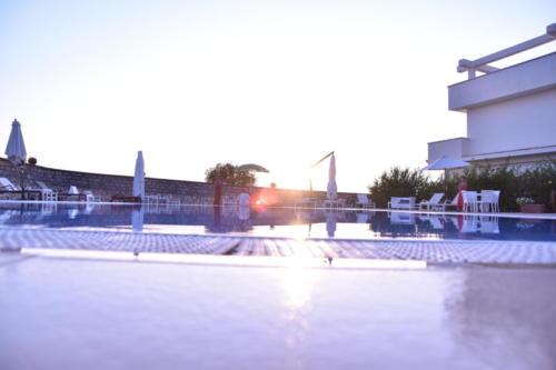 piscina-hotelbouganville-belvedere2